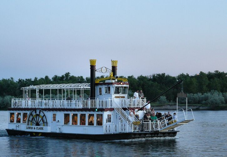 Lewis and Clark Riverboat Cruises