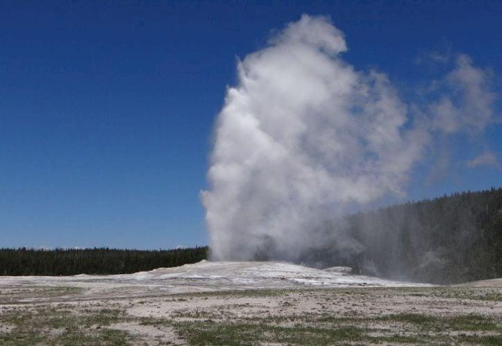Old Faithful, Yellowstone National Park, Wyoming