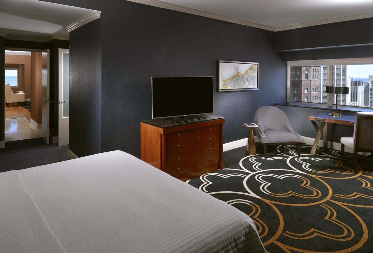 Omni Chicago Hotel & Suites Magnificent Mile (Mid-Range)