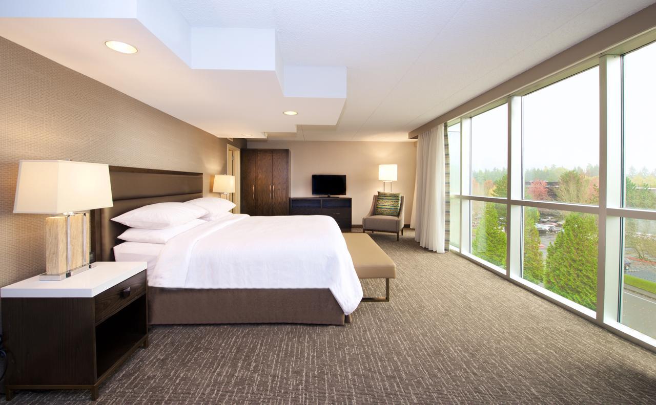 Embassy Suites by Hilton Seattle Bellevue (Budget)