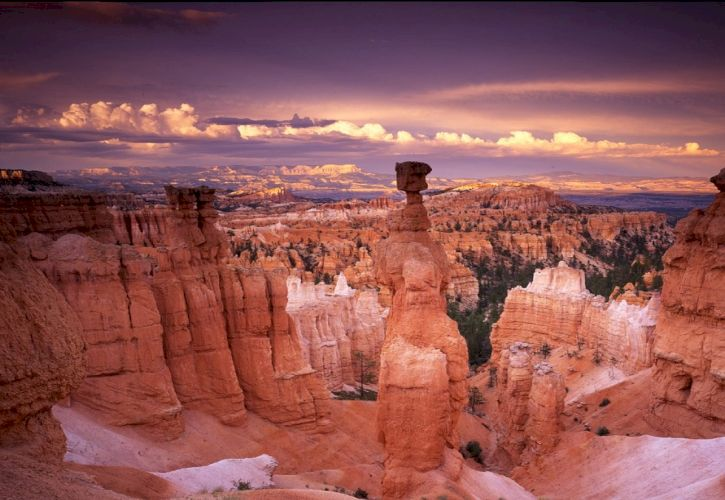 Top 10 Weird Natural Sites in the USA