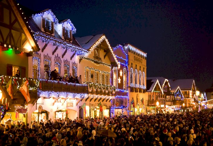 Top 10 Places to Celebrate Christmas in the USA