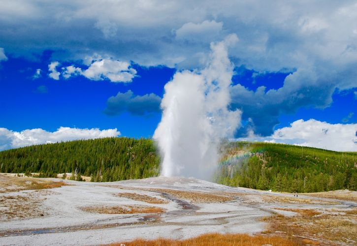 10 Tips for Visiting Yellowstone National Park